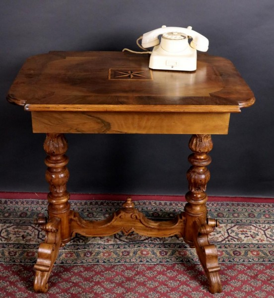 Antik Tisch Nussbaum mit Sterneinlage restauriert um 1870
