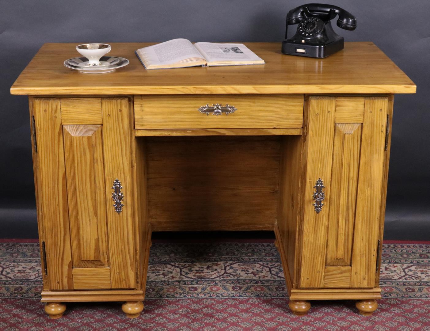 kleiner antiker schreibtisch weichholz biedermeier. Black Bedroom Furniture Sets. Home Design Ideas