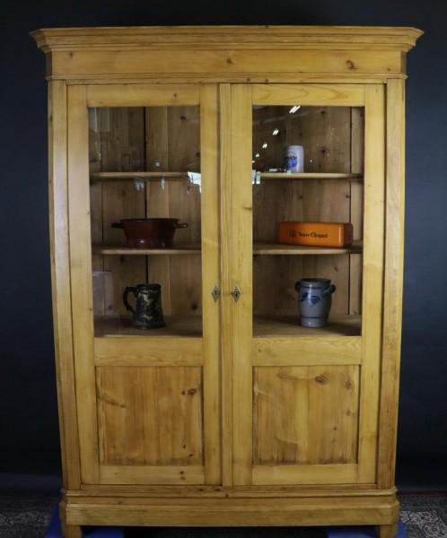 Antikmöbel Vitrine / Glasschrank Weichholz restauriert um 1870