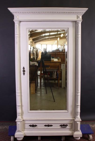 Antiker Schrank weiß shabby-chic restauriert