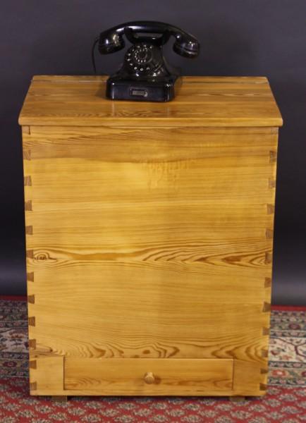 Antike Kiste Weichholz gerichtet + gewachst