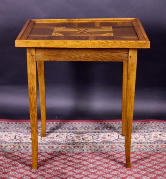 Spieltisch mit Einlegearbeiten Nuß/Eiche
