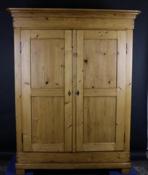 Antiker Kleiderschrank helles Holz Biedemeier