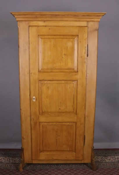 Eintüriger Kleiderschrank um 1870 gebaut