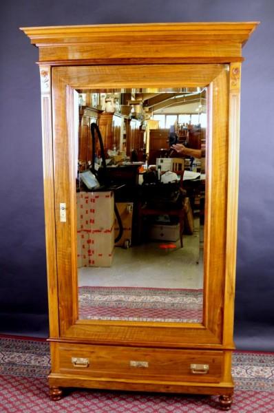 Antiker Schrank eintürig mit Spiegel Nussbaum um 1900
