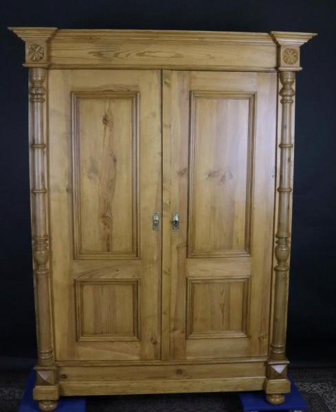 Antiker Gründerzeitschrank aus Weichholz um 1890 gefertigt