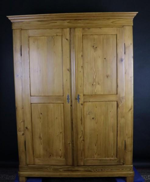 Antikschrank Biedermeier Weichholz um 1860 gefertigt