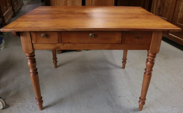 Antiker Kirschbaum Tisch mit großer Platte Gründerzeit um 1890