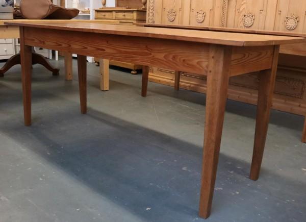 Wirtshaustisch aus Weichholz um 1910 gefertigt