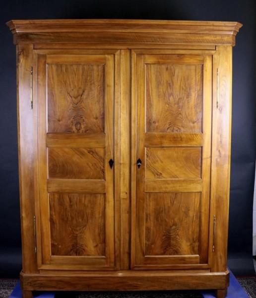Antiker Nußbaum Biedermeierschrank um 1860 komplett restauriert