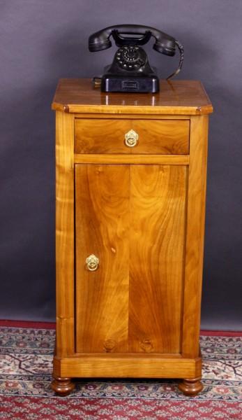 Antikes Biedermeier Kirschholz Nachttischchen